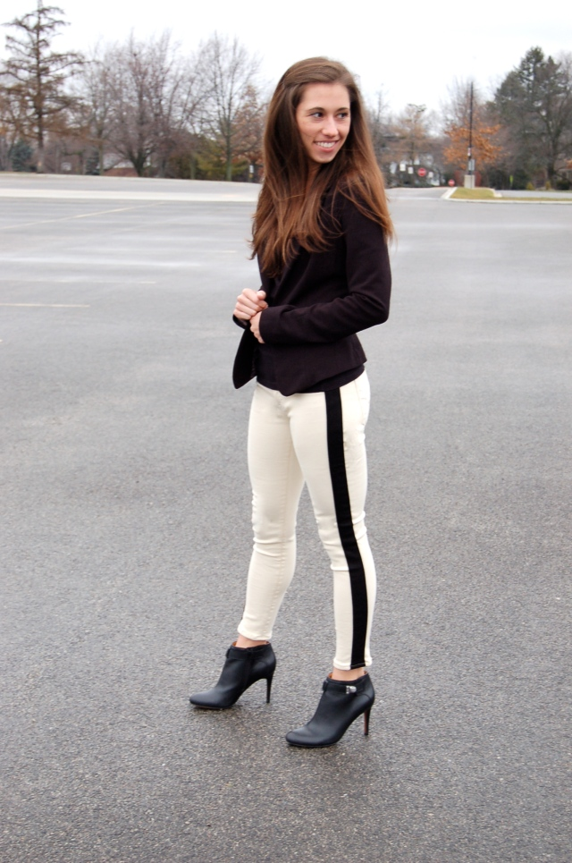 white jeans, white tuxedo jeans, jeans and black blazer, coach booties