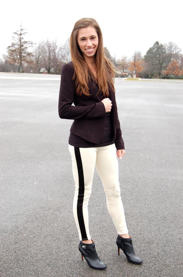 hudson jeans, hudson tuxedo jeans, white tuxedo jeans, white jeans with black stripe, tuxedo jeans and blazer