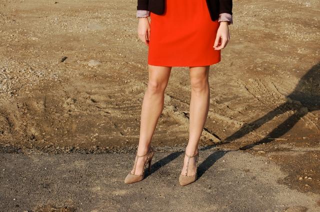 spiked pumps, spiky heels, sheath dress, sheath dress and heels