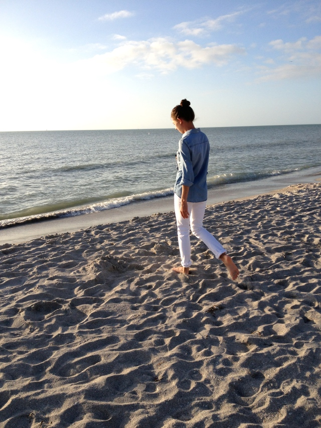simple beach outfit, simple outfit, beach outfit, white jeans, denim shirt, what to wear with white jeans, j. crew