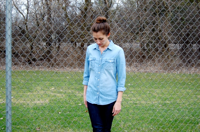 denim shirt and jeans, j.crew chambray shirt, outfit with chambray shirt, simple chambray outfit