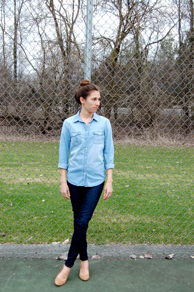 j.crew chambray shirt, j.crew denim shirt, button up chambray shirt, chambray shirt outfit