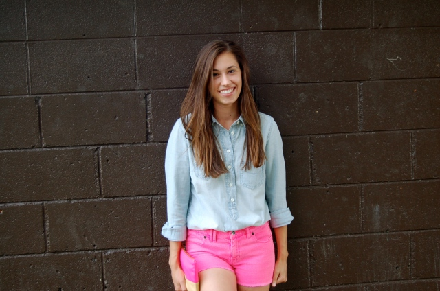 hot pink denim shorts, j.crew chambray shirt, chambray shirt and shorts outfit, simple summer outfit, classic style