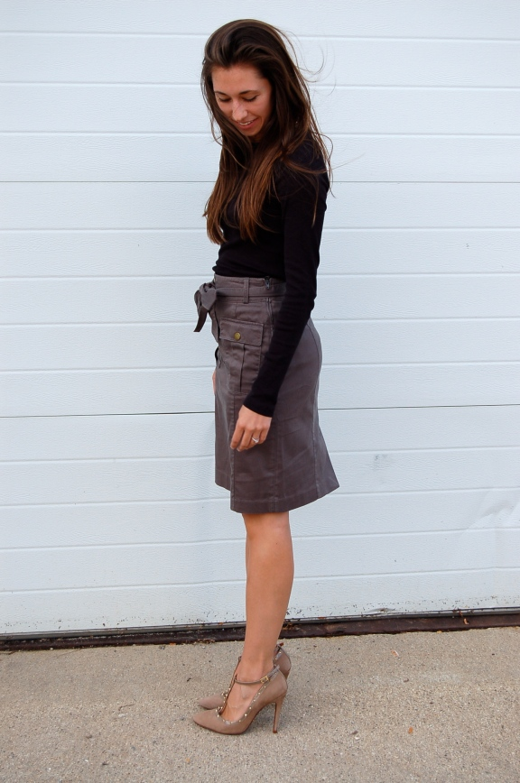 h&m military skirt, military style skirt, simple pencil skirt outfit, skirt with military details